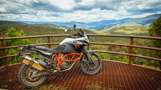 http://motorcyclesky.blogspot.com/ktm-adventure-1190-r-video-review/35503/pictures