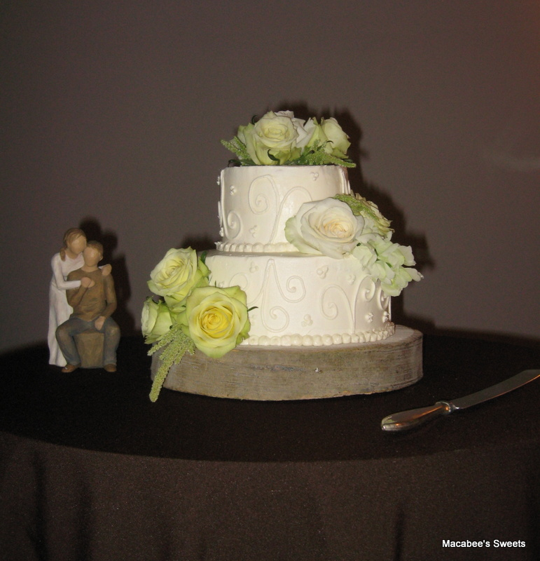 Classic Wedding Cake With Fresh Flowers