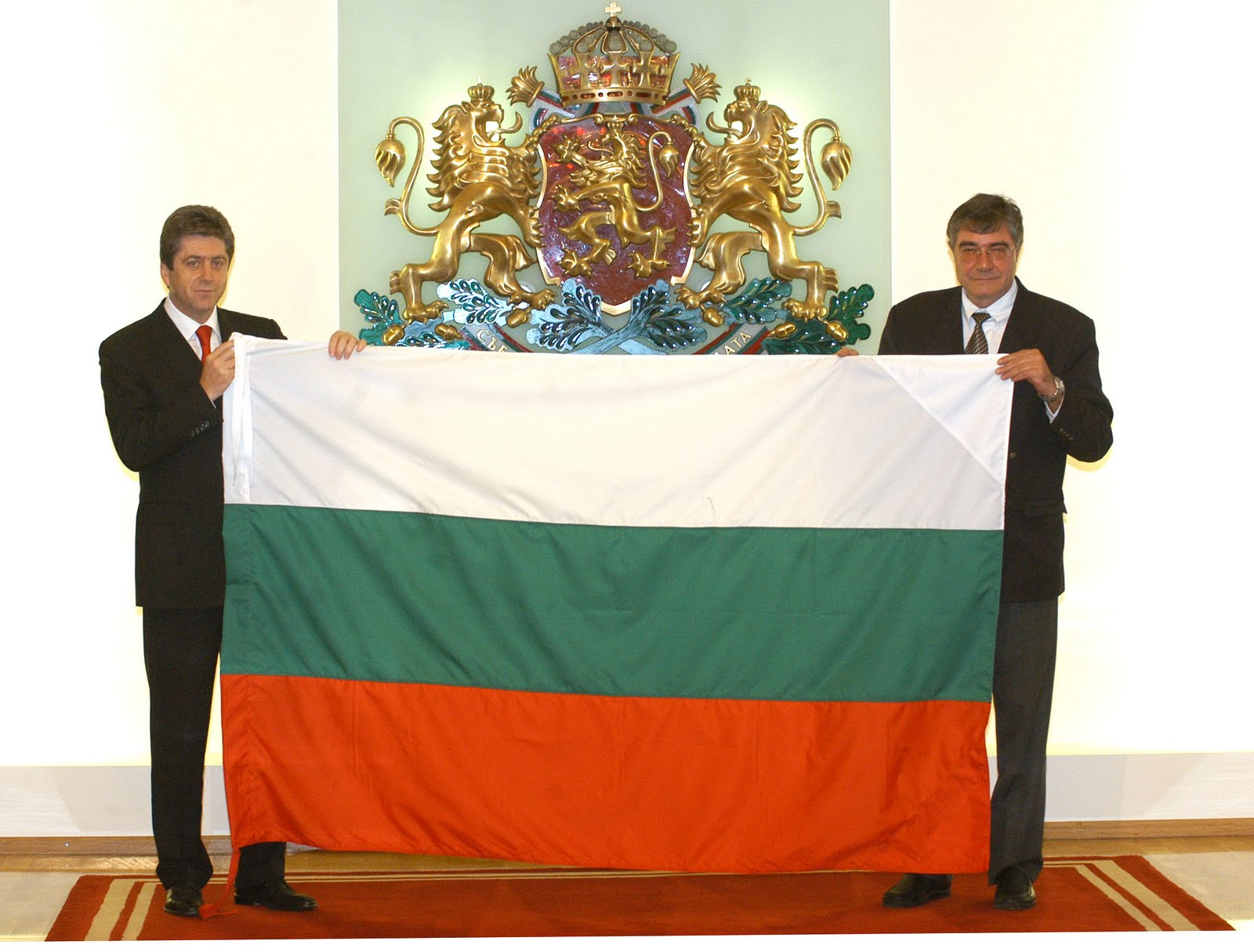 http://4.bp.blogspot.com/-IYpQPMs7q70/TcnTUNam1OI/AAAAAAAAAy8/svC_dH-QMgA/s1600/Wallpapers+Flag+of+Bulgaria+%25281%2529.jpg