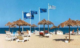 """Το βραβείο """"Γαλάζια Σημαία"""" αφαιρέθηκε φέτος από δεκαεννέα (19) Ελληνικές ακτές"""