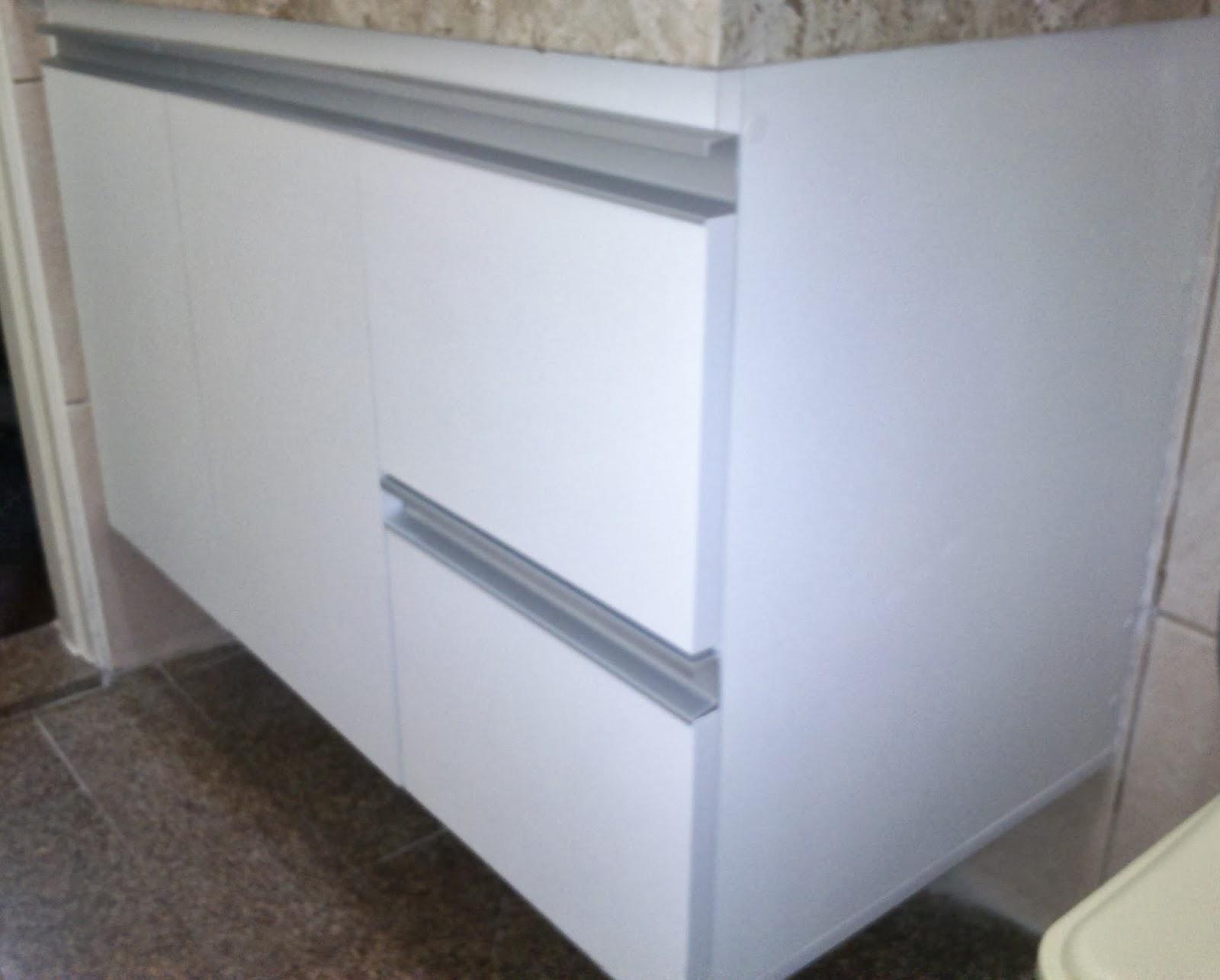 Banheiro (Padrão Branco) Portas em 18mm Puxadores em Perfil de  #535F78 1600x1285 Armario Banheiro De Aluminio