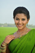 Anjali latest Glamorous photos in saree from svsc-thumbnail-15