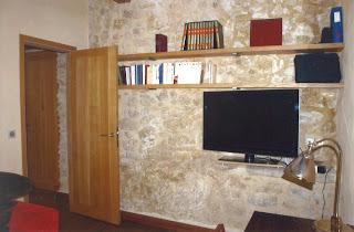 Suite parentale du rez-de-chaussée, salle de bain complète, douche et toilettes