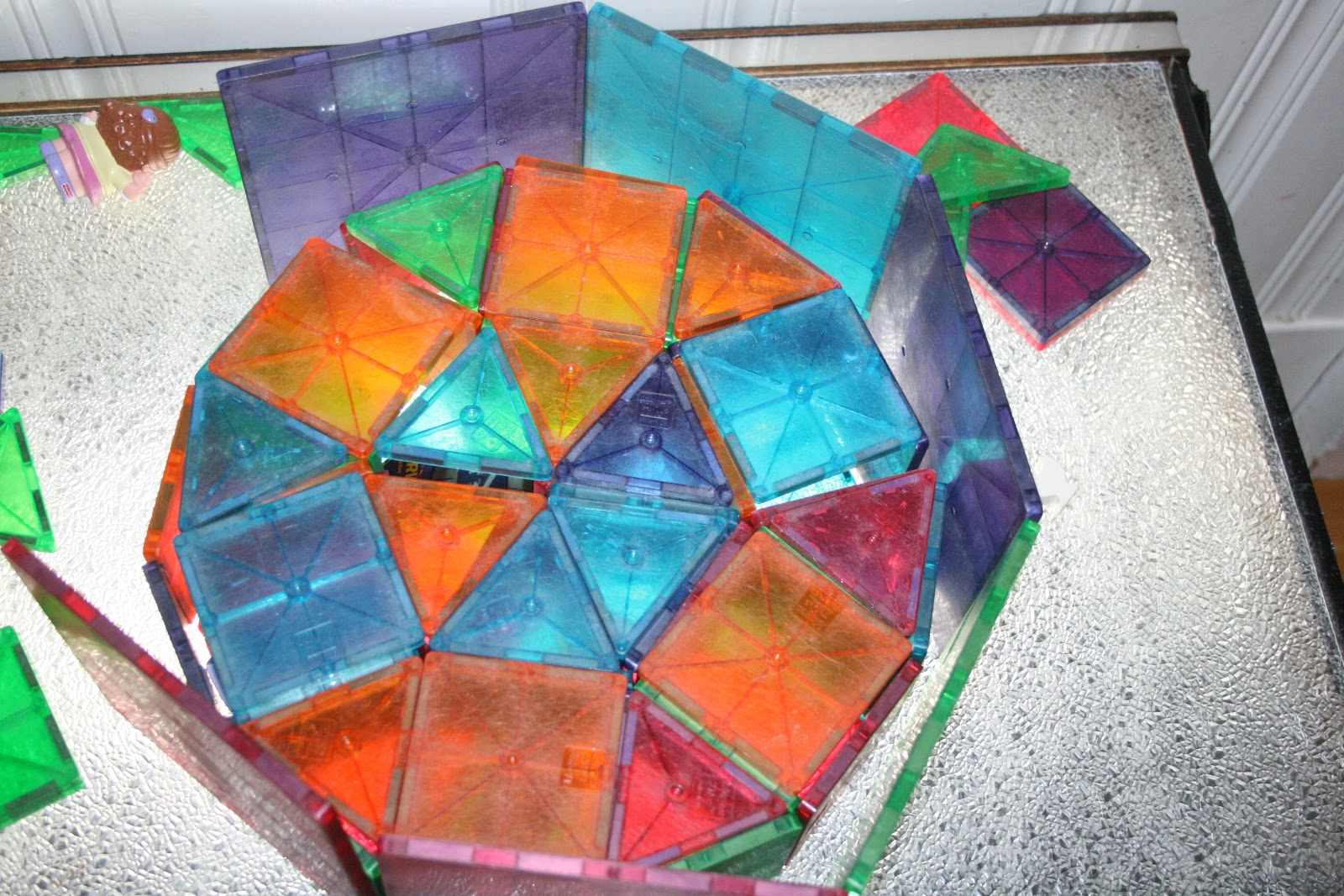 design of magna tiles on the light table made by the children