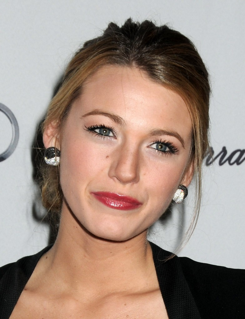 Long Wavy Hairstyles for Winter from Blake Lively