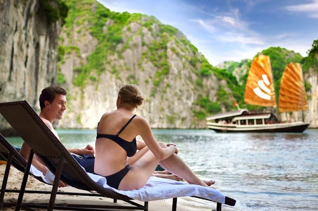 Playa en una de las islas de Halong Bay