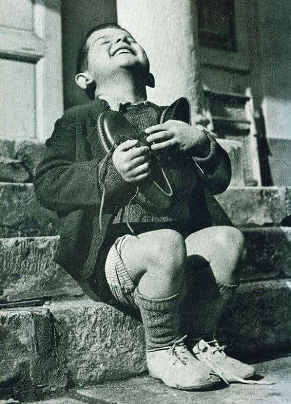 Η χαρα δεν περιγραφεται!!! Αγκαλια με τα καινουργια παπουτσια