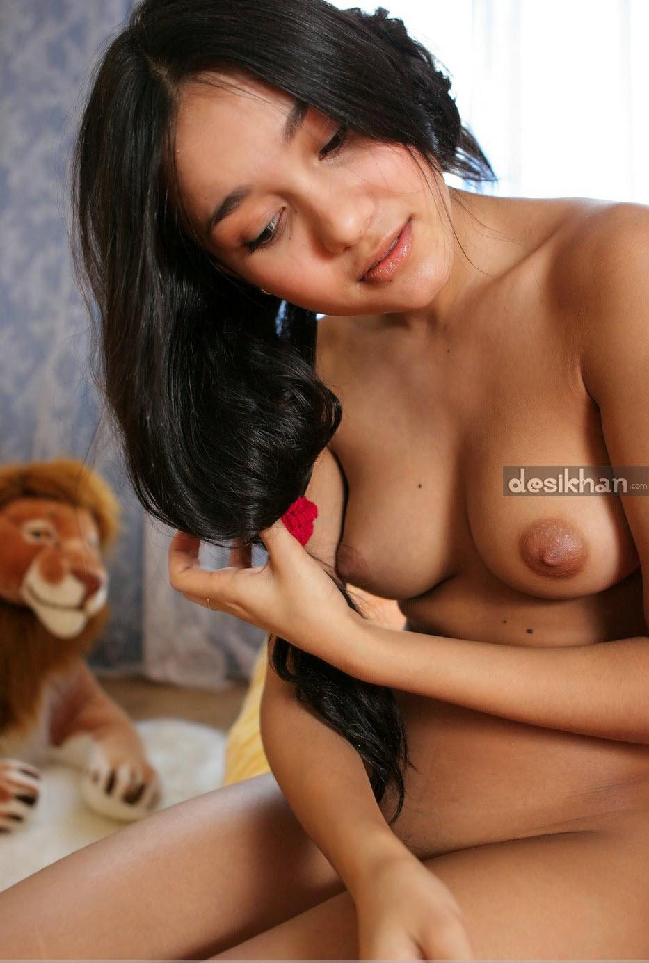 Sexy Girl Friend Lissa Seducing In Bed Nude Pics indianudesi.com