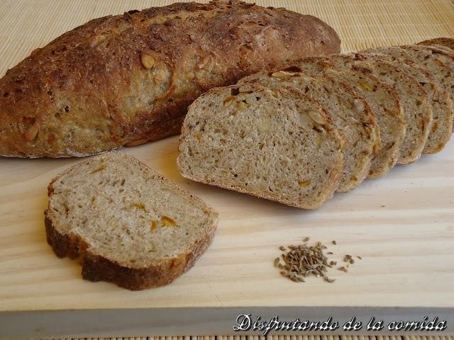 Pan con Naranja confitada, piñones y Anís