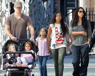 Мэтт Дэймон с семьей