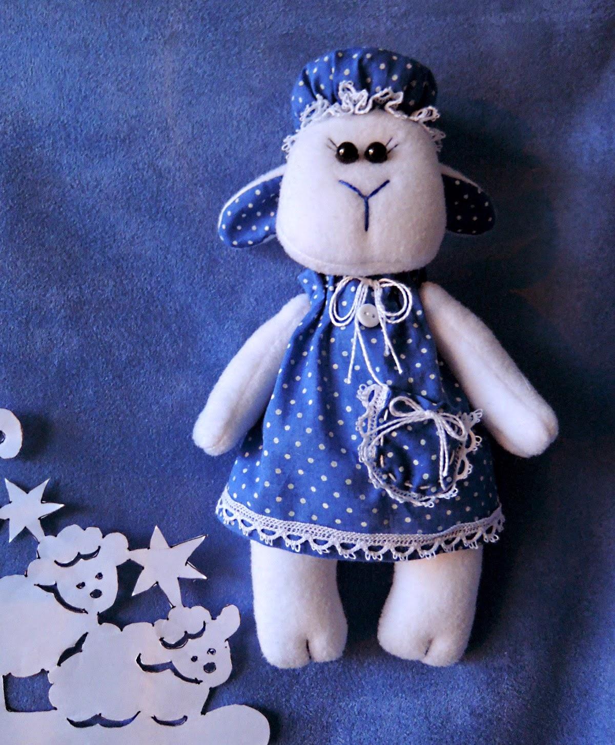 овечка в синем платье