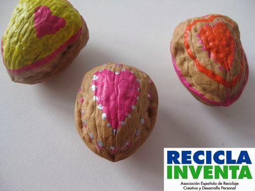 Nueces con mensajes de amor en Recicla Inventa