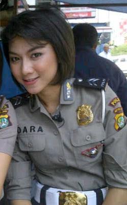 dara Foto Foto Polwan Cantik Indonesia Terbaru 2013