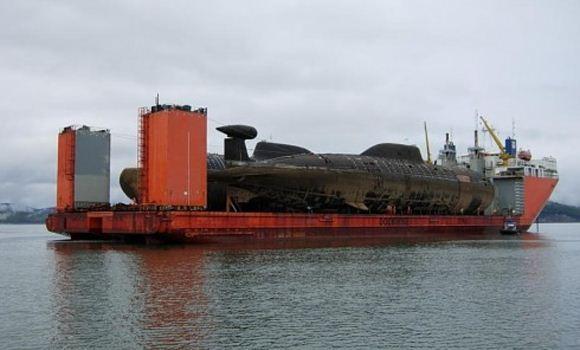 Kapal selam nuklir Rusia diangkut kapal kargo