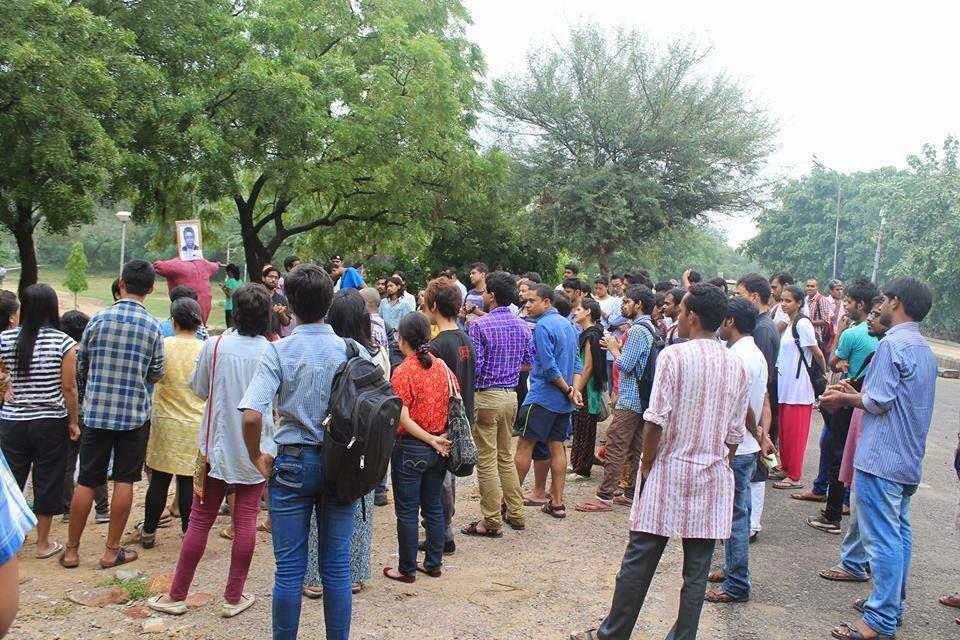 JNU Students Burn The Effigy of Visva Bharati Vice Chancellor - Sushanta Duttagupta