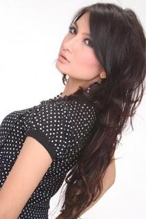 hot Foto Seksi Natalie Sarah di Majalah Popular