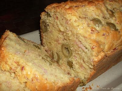 Cake au jambon et aux olives (voir la recette)