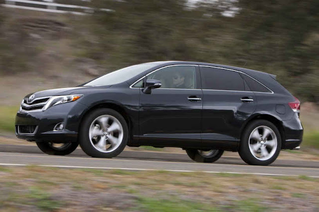 2015 New Toyota Venza Limited Edition side view