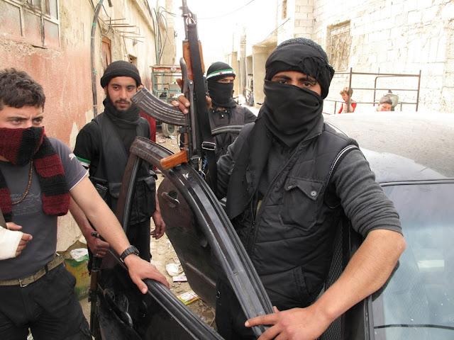 """Σύροι ισλαμιστές αντάρτες προς Τουρκία: """"Εισβάλετε για να σωθούμε"""""""