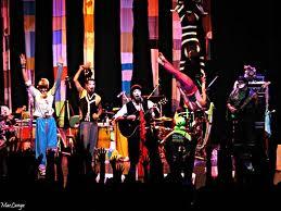 O Teatro Mágico mistura poesia, música e artes circenses