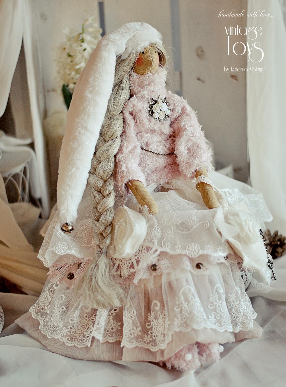 Зимняя кукла Тильда в белом платье
