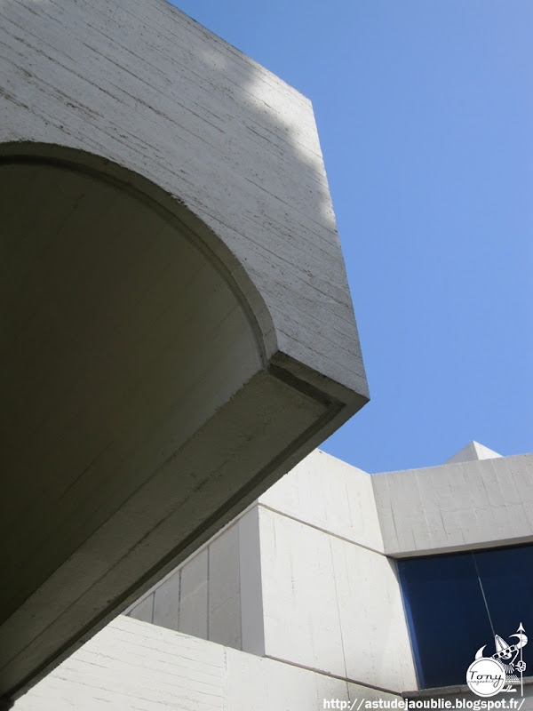 Barcelone - Fondation Joan Miró - Barcelona -  Fundació Joan Miró  Architecte: Josep Lluís Sert  Sculptures:  Joan Miró, Alexander Calder  Construction: 1975