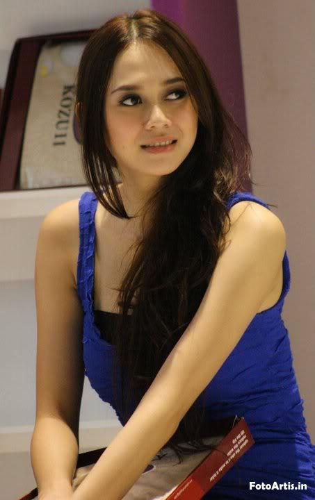 Aura Kasih in red hot picture - minggusenja.blogspot.com