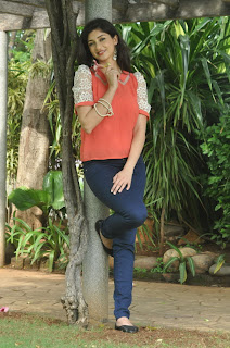 Actress Tanvi Vyas Latest Picture Shoot Gallery in Jeans  (73)