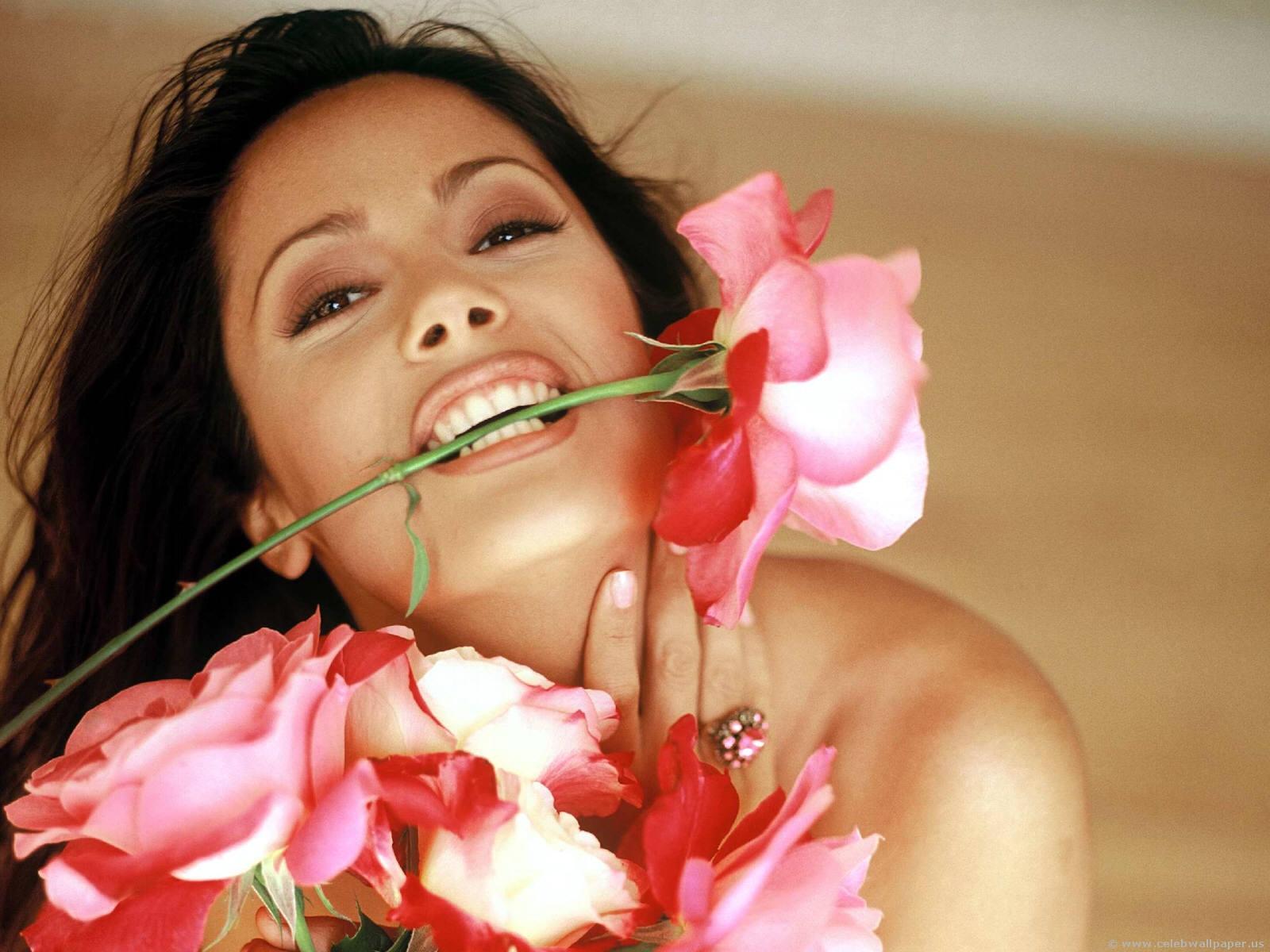 http://4.bp.blogspot.com/-IbNrisMddQc/TwJ-QDwnwOI/AAAAAAAARus/rkyUccppQSM/s1600/salma_hayek-5.jpg