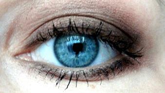 http://simplyawoman86.blogspot.co.uk/2014/11/balm-jovi-make-up-5-smokey-eye.html