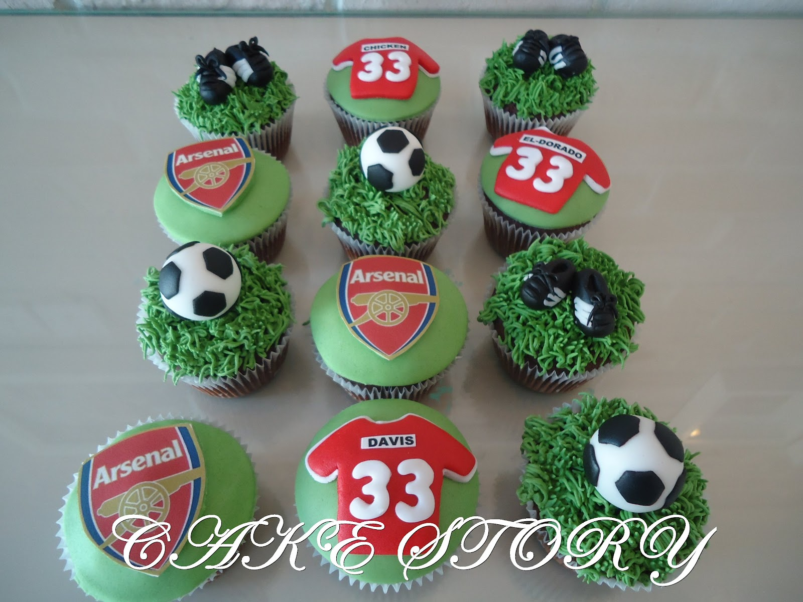 Cake Story ARSENAL SUPPOTER BIRTHDAY CUPCAKES