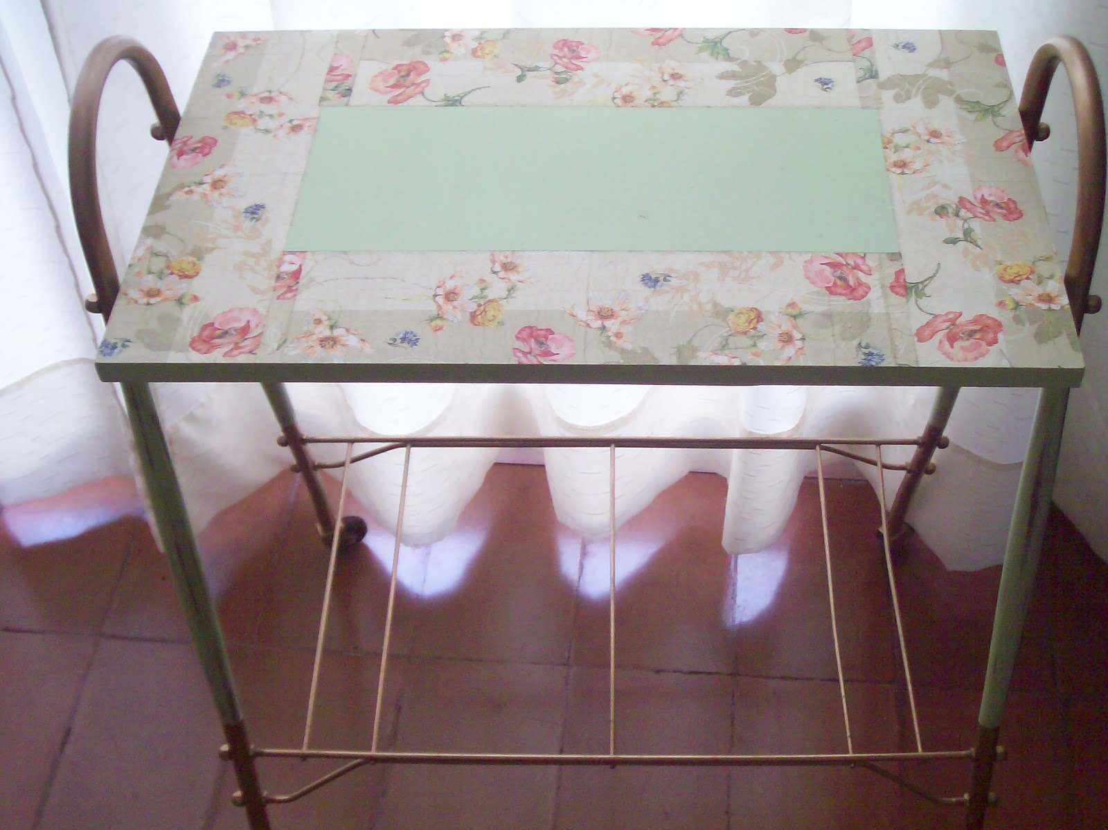 Soldeco vintage mesa for Como reciclar una mesa de tv vieja