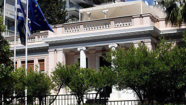 Guardian: Όποιος κι αν εκλεγεί, ένας Ολλανδός κοστουμαρισμένος θα διοικεί την Ελλάδα