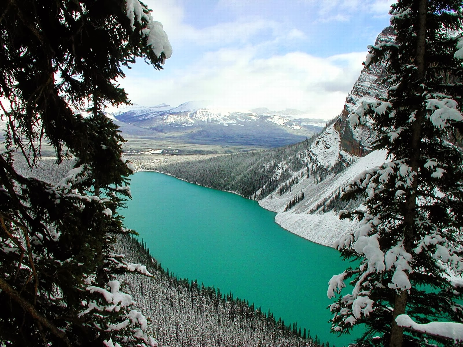 Lake Luise, Canada - 12 Stunning Photos of Places Decorated with the Most Beautiful Element Water in Solid State
