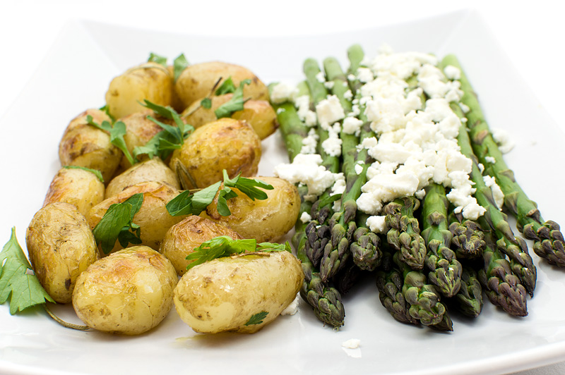 Grilled asparagus with feta and young baked potato