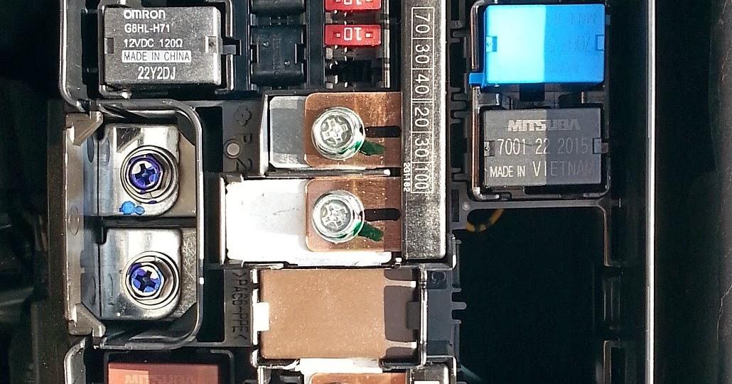 Honda Civic Hatchback Relays Near Battery on Honda Fuel Pump Relay