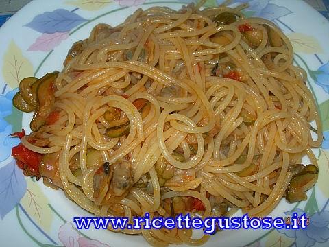http://www.ricettegustose.it/Primi_sughi_di_pesce_html/Spaghetti_vongole_e_zucchine.html