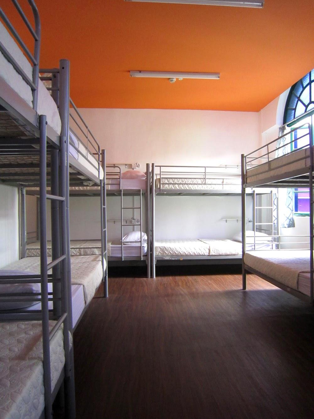 Hotel Murah Di Singapore Dekat MRT Bugis Foot Prints Hostel