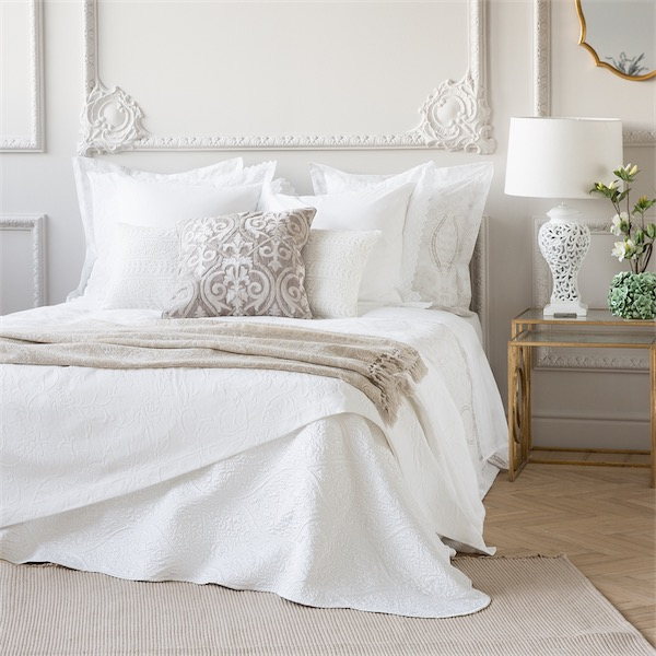 Sue os en blanco dreams in white - Zara home cojines cama ...