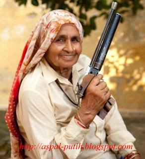 nenek-sniper-tertua-didunia