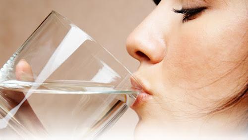 Uống 8 ly nước mỗi ngày, đúng hay sai?