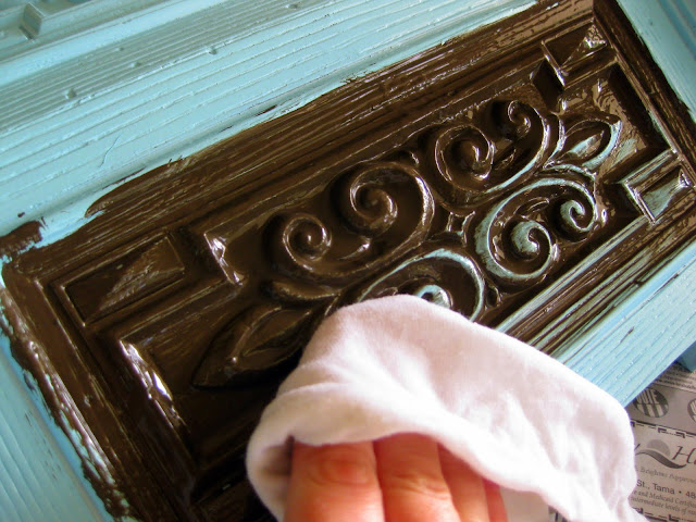 By wiping the glaze off the raised surfaces, you begin to see how this DIY glazing technique really looks like antique furniture.