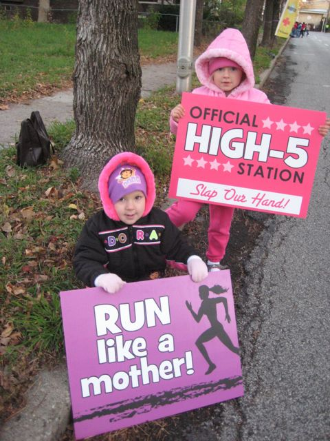 Cheerleading Run through Signs http://www.runwithjess.com/2011/11/race-recap-indianapolis-monumental-half.html
