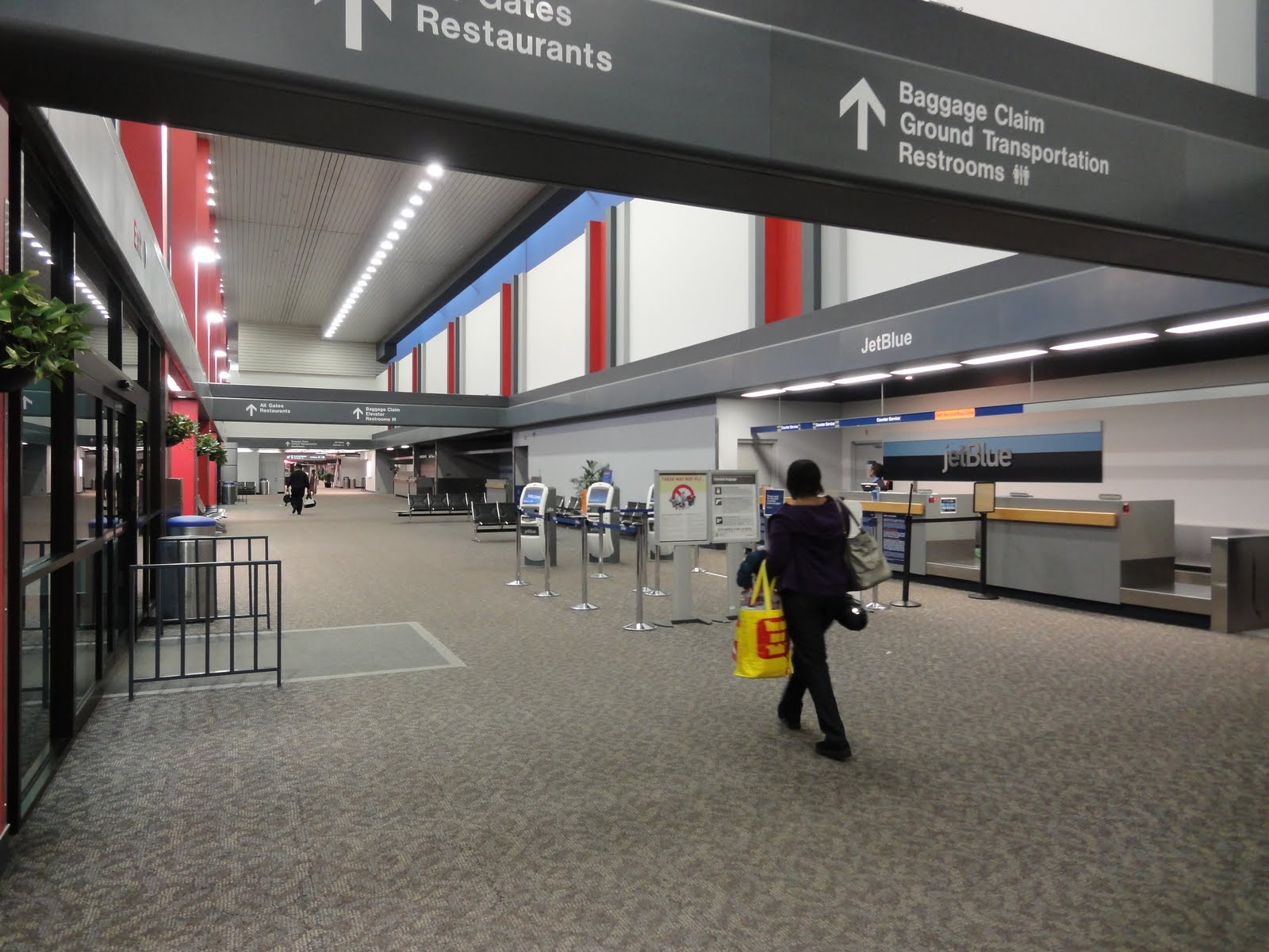 describing the atmosphere of an airport Description of an airport 3 pages 678 words march 2015 saved essays save your essays here so you can locate them quickly.