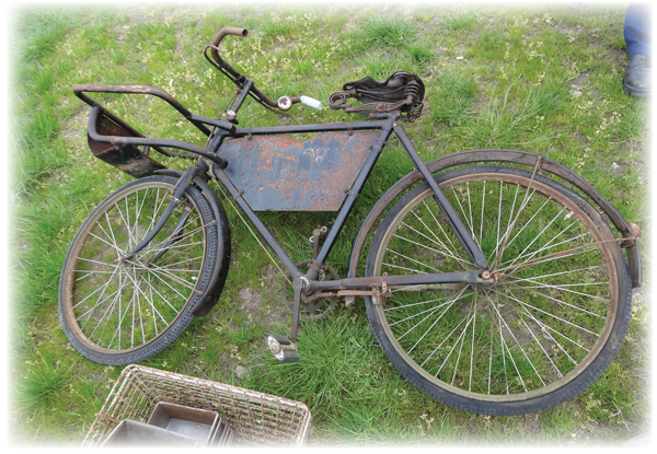 #antiqueenglishbike #antiquenewspaperboy #Extranewspaper