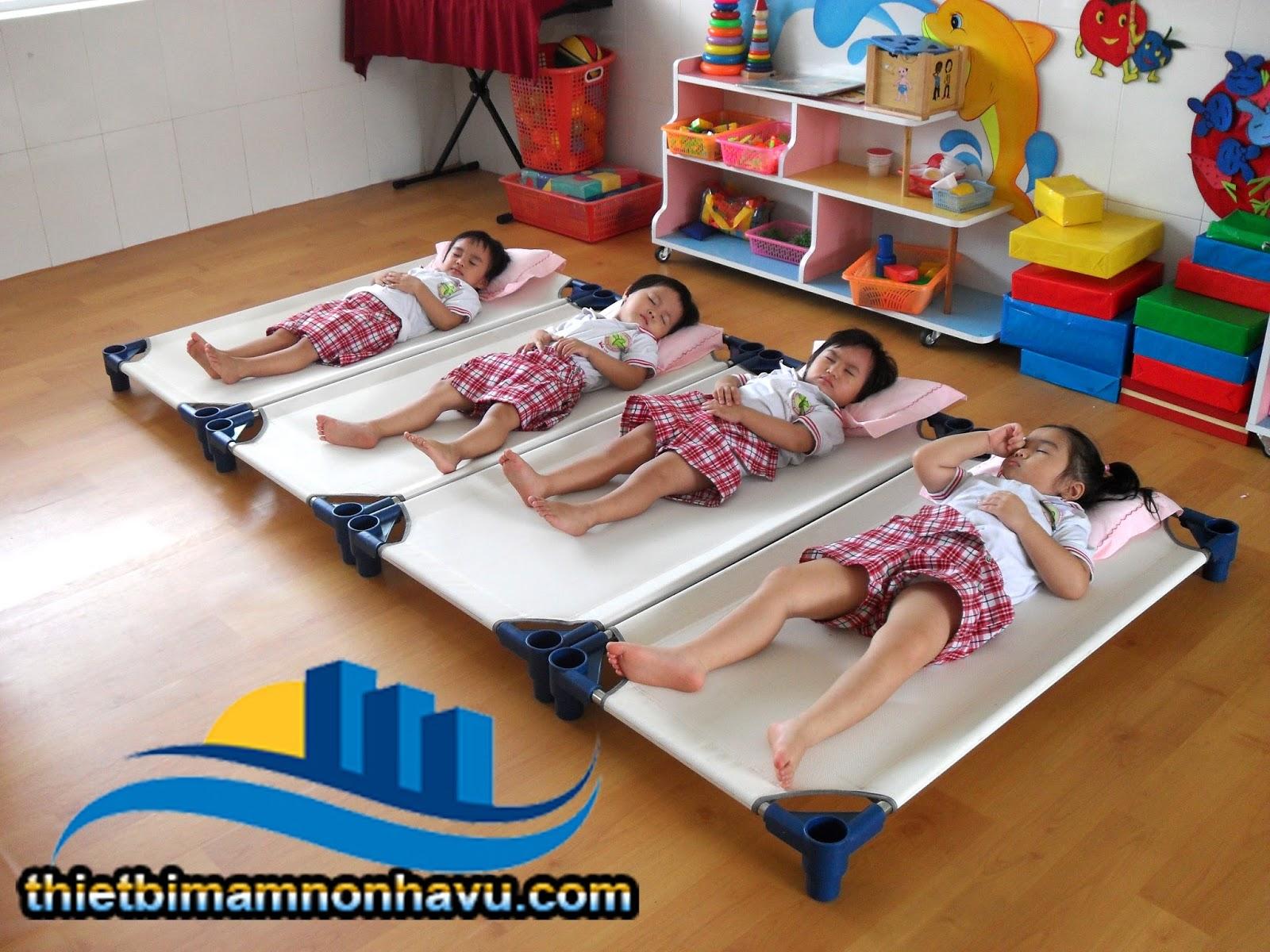 An toàn hơn cho các bé sơ sinh khi nằm cạnh cha, mẹ