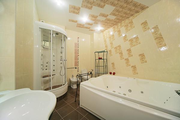 Idei si stiluri deamenajare baie cu cabina dusi sau cu cada pe colt..modele si poze pentru  amenajare baie partament,imagini inedite cu amenajari bai moderne clasice si rustice.
