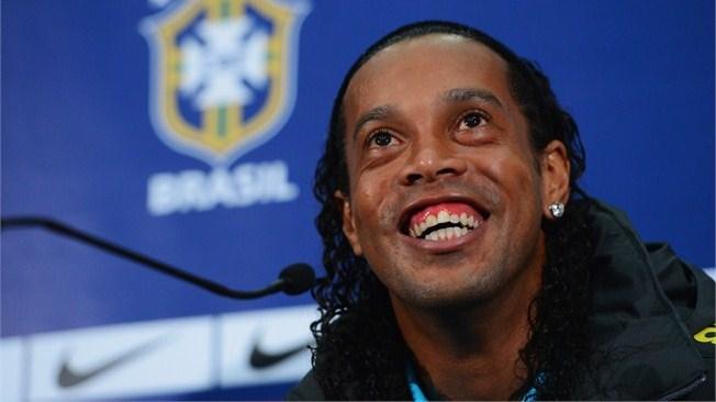 El futbolista brasileño Ronaldinho Gaucho, nuevo jugador del Club Gallos Blancos del Querétaro del futbol mexicano | Ximinia