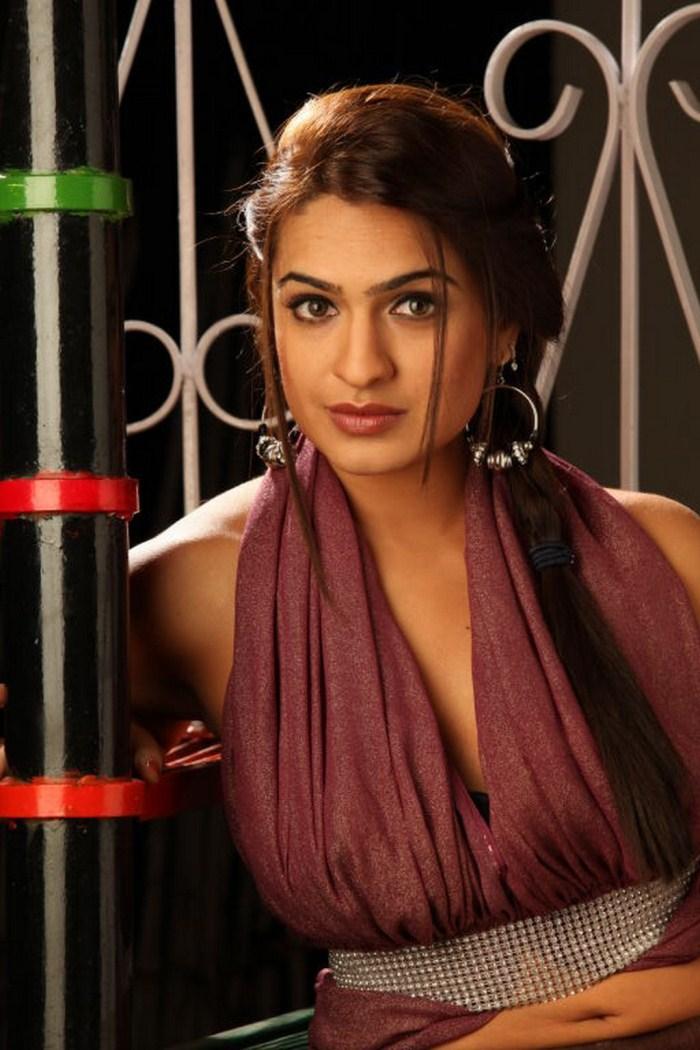 Kajal Agarwal unseen hot photoshoot.cleavage show - YouTube