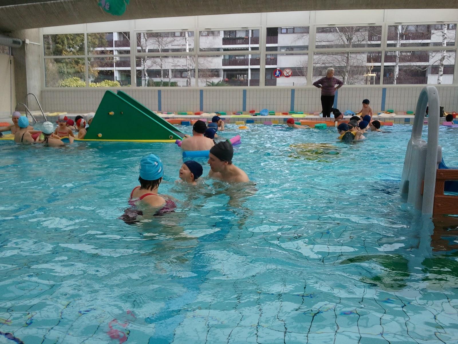piscine de bébés-nageurs